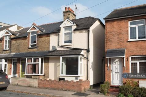 Gainsborough Crescent, Chelmsford, CM2. 2 bedroom end of terrace house