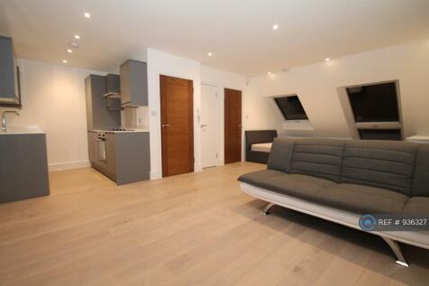 Friern Barnet Lane, London, N11. Studio flat