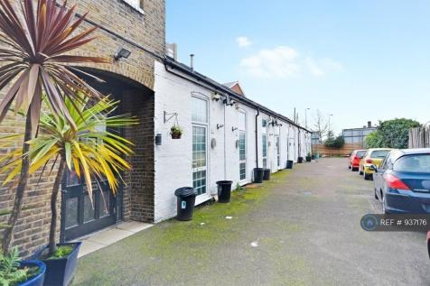 St. Frideswides Mews, London, E14. 1 bedroom terraced house