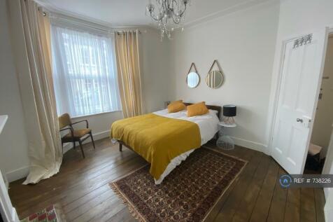 Mafeking Avenue, Brentford, TW8. 2 bedroom flat