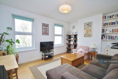 Reighton Road, London, E5. 2 bedroom flat
