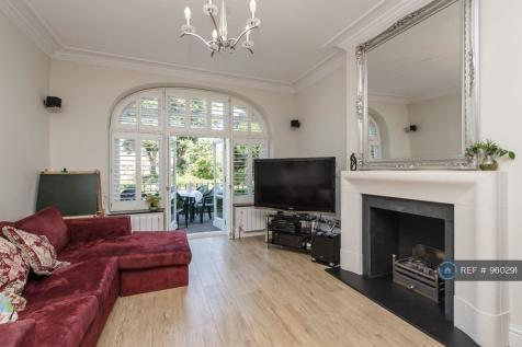 Willoughby Road, Twickenham, TW1. 4 bedroom flat