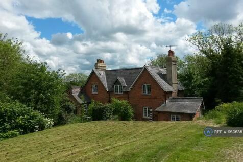 Old Sarum Farm Cottages, Salisbury, SP1. 3 bedroom semi-detached house