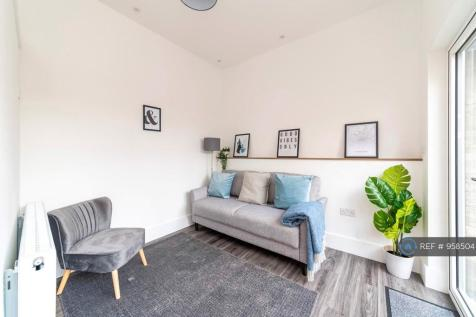 Berrymede Road, London, W4. 1 bedroom flat