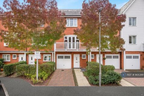 Sierra Road, High Wycombe, HP11. 3 bedroom terraced house