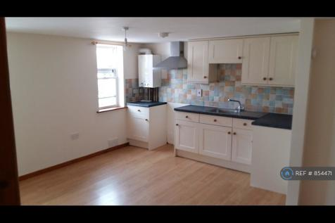 Glendower Court, Crediton, EX17. 2 bedroom flat