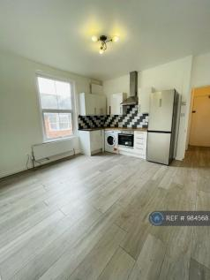 West Wycombe Road, High Wycombe, HP12. 1 bedroom flat