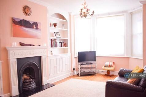 Fairholme Road, London, W14. 2 bedroom flat