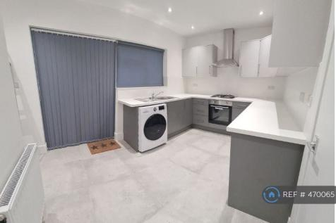 Milverton Drive, Ickenham, Uxbridge, UB10. 4 bedroom semi-detached house