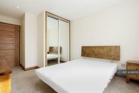 Station Road, London, N3. 1 bedroom flat