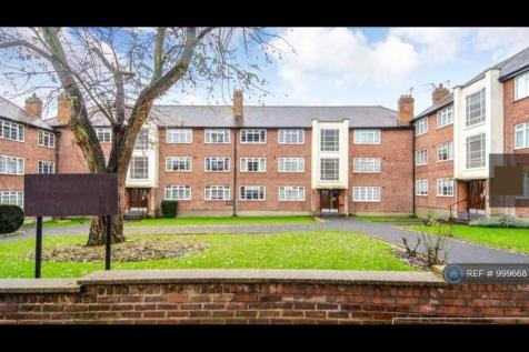 Cardrew Court, London, N12. 2 bedroom flat