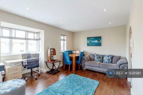 Varsity Drive, Twickenham, TW1. 2 bedroom flat