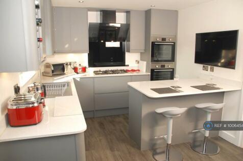 Oldfield Crescent, Cheltenham, GL51. 5 bedroom house share
