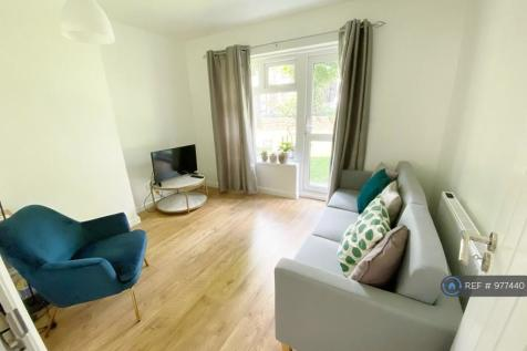 St Johns Court, London, N4. 3 bedroom flat