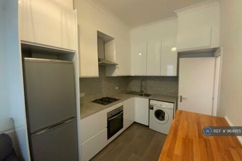 Seven Sisters Road, London, N4. 3 bedroom flat