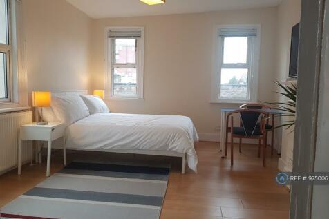 Shepherds Bush Road, London, W6. 3 bedroom flat