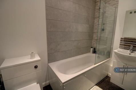 Marr House, Bath, BA2. 2 bedroom flat
