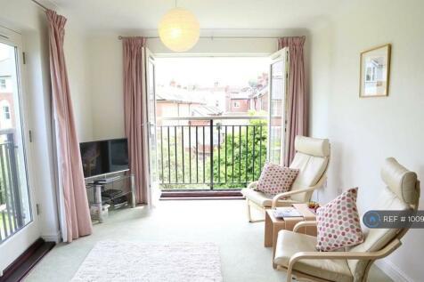 Old Watling Street, Canterbury, CT1. 2 bedroom flat