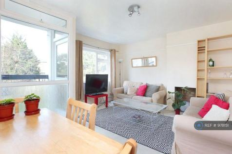 Macaulay Road, London, SW4. 3 bedroom flat