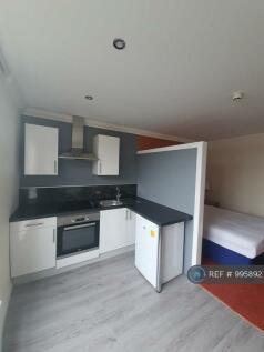 Watling Street, Wellington, Telford, TF1. Studio flat