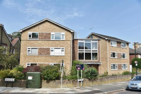 Popes Avenue, Strawberry Hill. 2 bedroom apartment