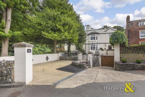 Ingress Park, Greenhithe. 4 bedroom character property