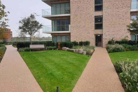 11 Pegler Square, Kidbrooke, London SE3. 2 bedroom flat