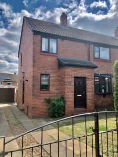 Manor road, Rothwell, West Yorkshire Ls26. 3 bedroom semi-detached house