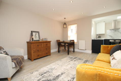 Mill Lane, Newton Le Willows, Merseyside WA12. 3 bedroom town house