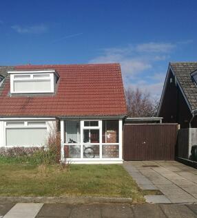 Vale Crescent, Southport, Merseyside PR8. 2 bedroom bungalow