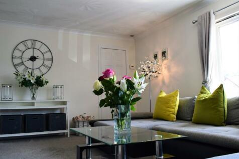 Carpenters Wynd, Alloa, Clackmannanshire FK10. 2 bedroom flat