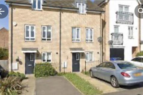 The Rookery, Grays, Essex RM20. 3 bedroom semi-detached house
