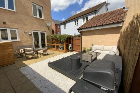Kirk Way, Colchester, Essex CO4. 3 bedroom town house