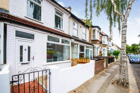 Brookscroft Road, London, London E17. 2 bedroom terraced house