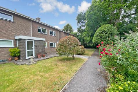 Burnside, Christchurch, Dorset BH23. 2 bedroom flat