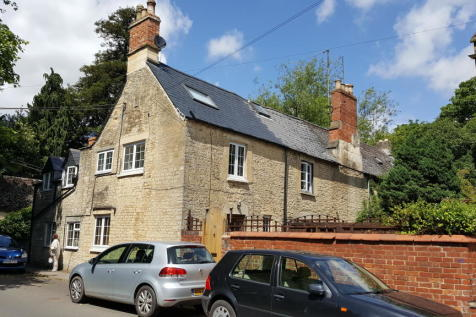 11 Beeches Road, Cirencester, Gloucestershire GL7. 2 bedroom cottage