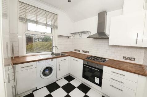 Godstone Road, Purley, Surrey CR8. 3 bedroom maisonette