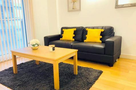 Vantage Building, Station Approach, Hayes, Greater London UB3. 1 bedroom flat