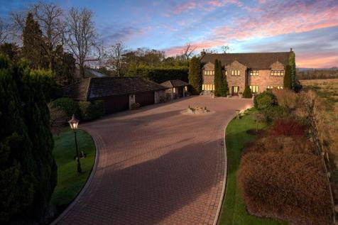 Woodlands, Wiswell Lane, Whalley, Clitheroe BB7 9AF. 4 bedroom country house