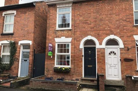 Northfield Street, Worcester, Worcestershire, WR1. 2 bedroom end of terrace house