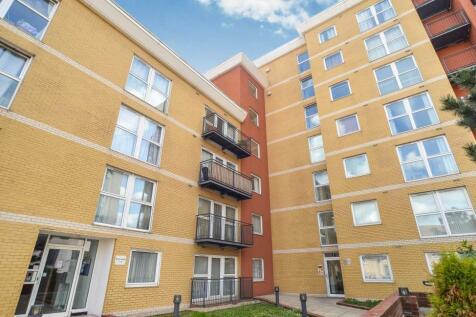 Royal Crescent, Ilford, Essex, IG2. 2 bedroom apartment