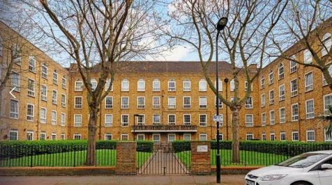 Shore Place, London, E9. 2 bedroom ground floor flat