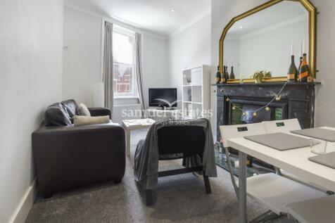 Balham High Road, London, SW12. 3 bedroom flat