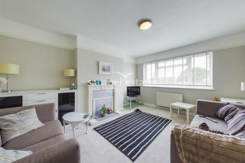 Park Court, Balham Park Road, London, SW12. 2 bedroom flat