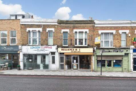 Trinity Road, Tooting Bec, London, SW17. 2 bedroom maisonette