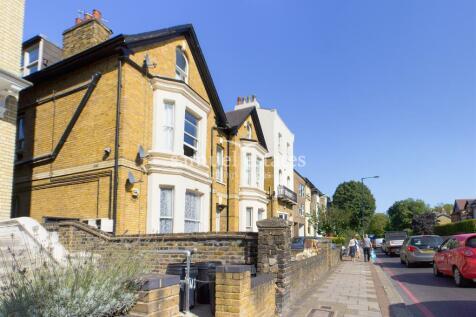 Wandsworth Common Northside, London, SW18. 1 bedroom flat
