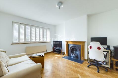Park Court, Balham Park Road, London, SW12. 2 bedroom apartment