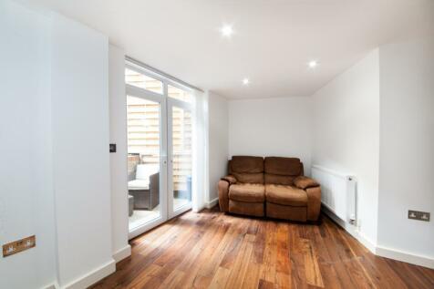 Regal Court, Queens Park, London NW6. 2 bedroom apartment