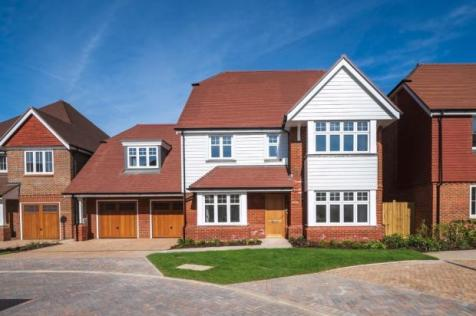 Highwood Village, The Boulevard, Horsham, West Sussex,  RH12 1FF. 5 bedroom detached house