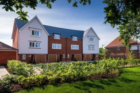 Highwood Village, The Boulevard, Horsham, West Sussex,  RH12 1FF. 4 bedroom town house